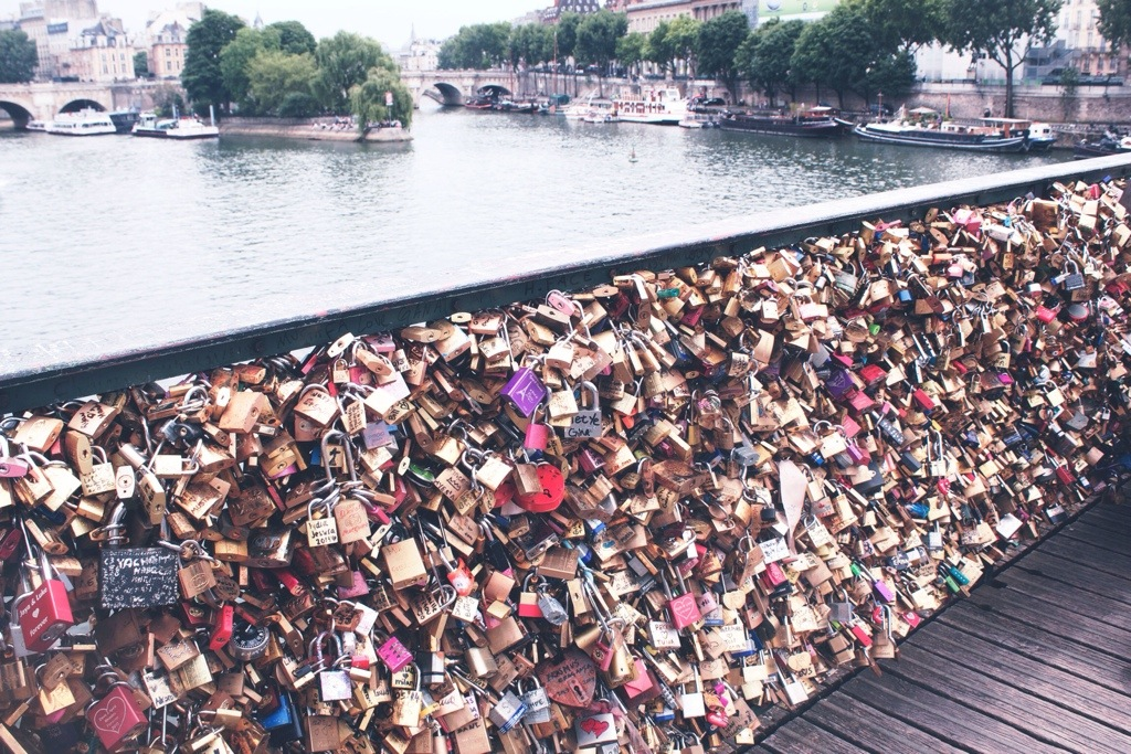 Pont Des Arts &#8211; The most romantic spot in Paris <3